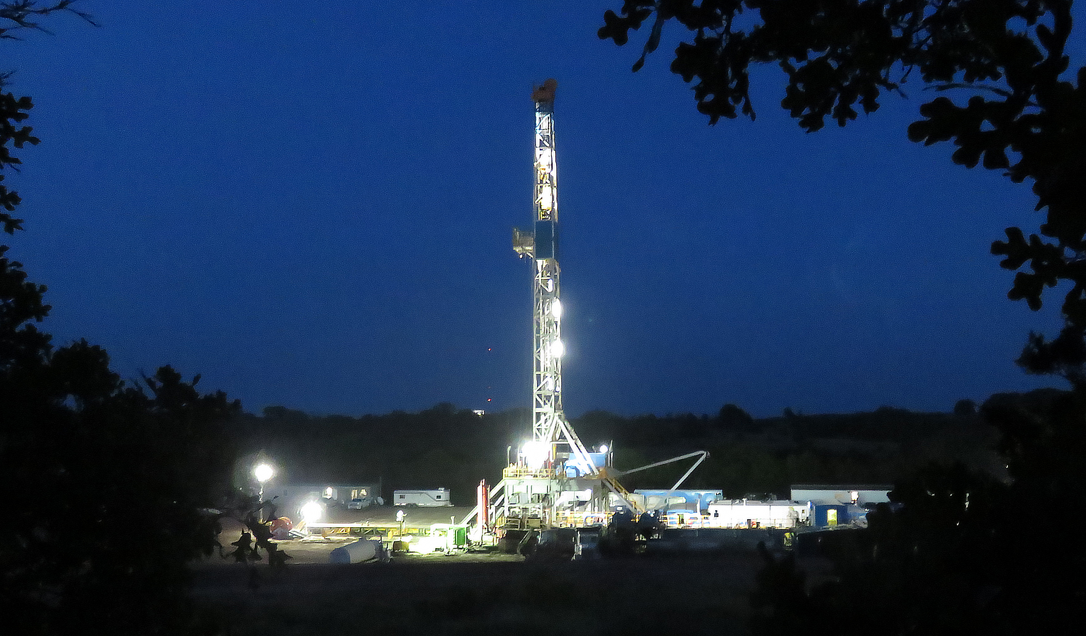Rig-32-AEW-evening-June-3rd-2015-013a